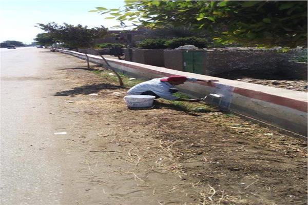 محافظ المنيا يتفقد أعمال الرصف بشارعين بمركز بني مزار