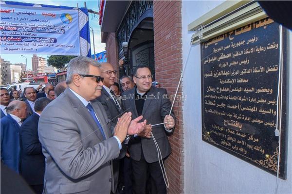 محافظ الاسكندرية ورئيس الشركة القابضة للمياه يفتتحان مركز خدمات العملاء