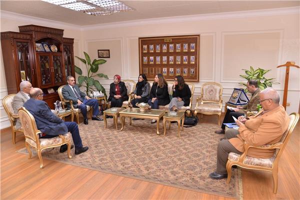 محافظ أسيوط اللواء جمال نور الدين مع وفد مؤسسة ساويرس