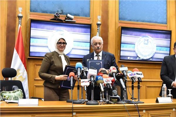 وزيرا التربية والتعليم والصحة خلال إطلاق الحملة