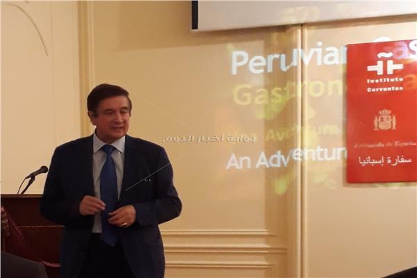 سفير بيرو خلال اللقاء