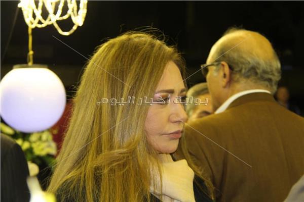 ليلي علوي تشارك في عزاء الكاتب الصحفي إبراهيم سعدة