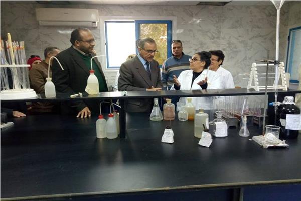 محافظ أسيوط اللواء جمال نور الدين يتابع تحليل عينات المياه