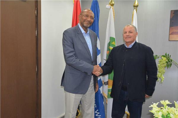 هاني أبو ريدة مع سيدو مبومبو رئيس الاتحاد الكاميروني لكرة القدم