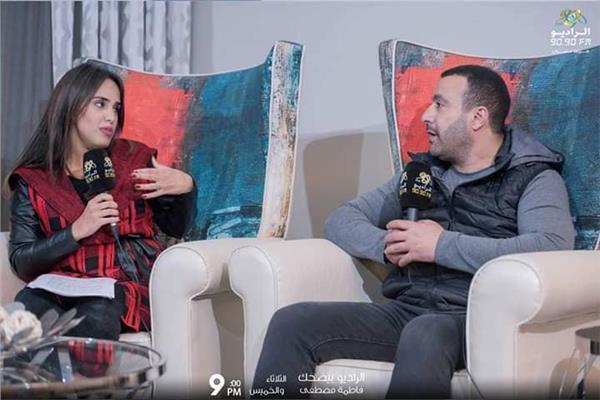 السقا خلال حواره مع الإذاعية فاطمة مصطفى