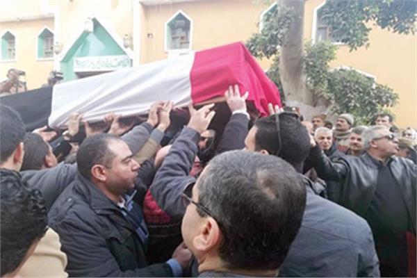 أهالي قرية جزيرة الأحرار خلال تشييع الجنازة