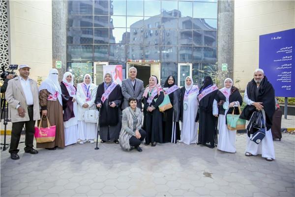 بهية تودع أول فوج من المريضات لأداء مناسك العمرة