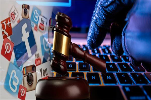 السب والقذف الإلكتروني.. جريمة عقوبتها الغرامة والحبس بشرط.. قانونيون يوضحون