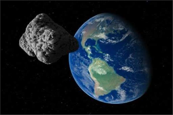 كويكب صغير يعبر قرب الأرض
