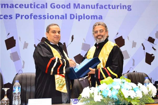 جانب من حفل تكريم خريجي الدبلومة المهنية في أساليب التصنيع الجيد للأدوية