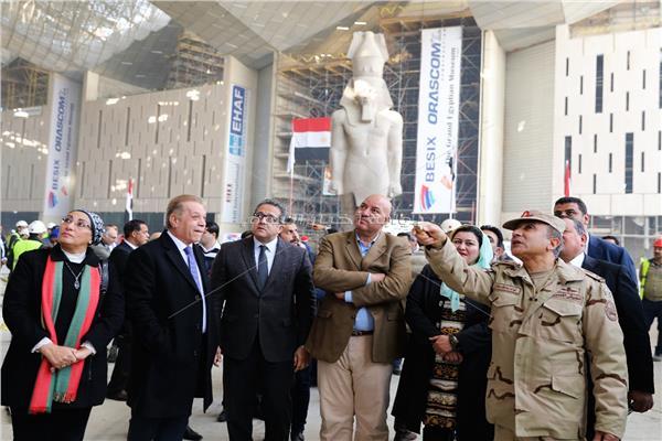 جولة وزير الاثار بالمتحف المصري الكبير