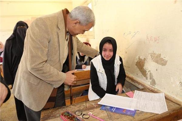 محافظ المنوفية يتفقد عدد من لجان إمتحانات  الشهادة الإعدادية