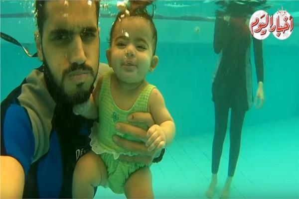 حكايات| سيرك تحت الماء.. سباحون سنة أولى رضاعة