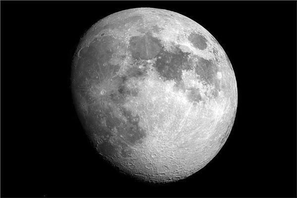 القمر الأحدب