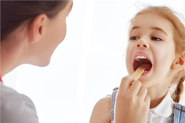 أسباب التهاب الحلق عند الأطفال وطرق علاجه