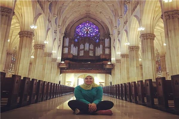 المسلمة «داليا» تُرنم داخل الكنيسة المصرية