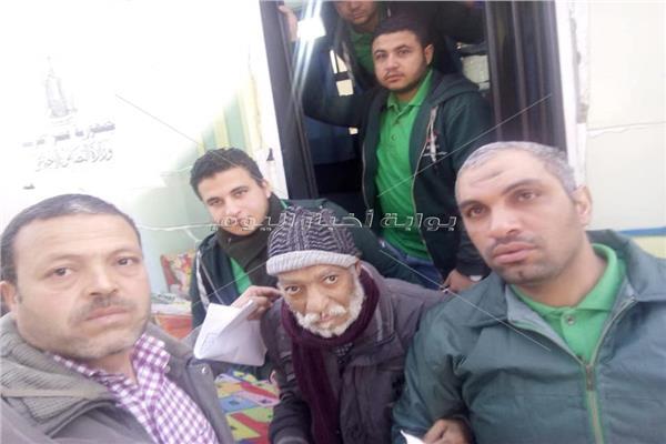 صور..التدخل السريع بالتضامن ينقذ المشردين في الشوارع ببني سويف