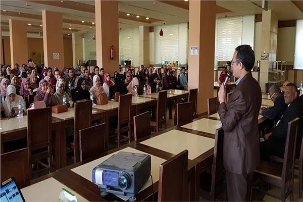 200 طالب وطالبة من كليات الطب يشاركون في معسكرات بيئية للشباب بأسوان