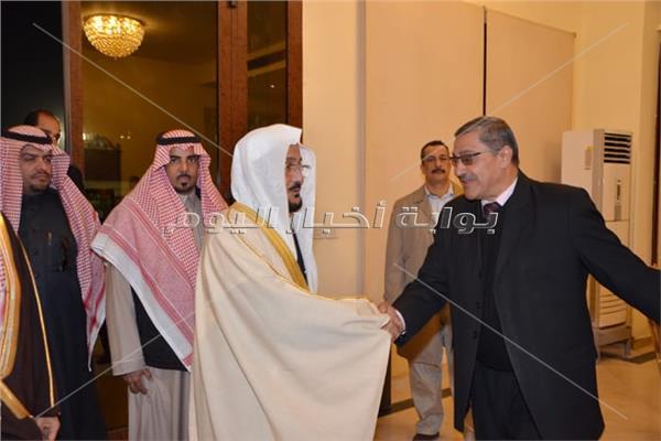 الوفد السعودي فور وصوله استراحة كبار الزوار بالمطار