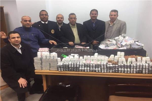 الأدوية التي تم محاولة تهريبها بمطار الغردقة مقابل رشوة