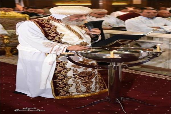 """البابا تواضروس يصلى صلاة """" اللقان """""""