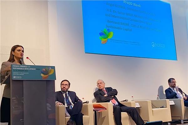 سحر نصر تلقى كلمة الافتتاحية بمؤتمر الاستثمار الخاص من أجل التنمية المستدامة بباريس