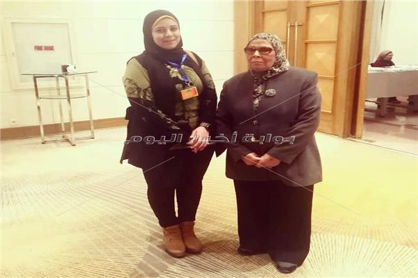 الدكتورة آمنة نصير مع محررة بوابة أخبار اليوم