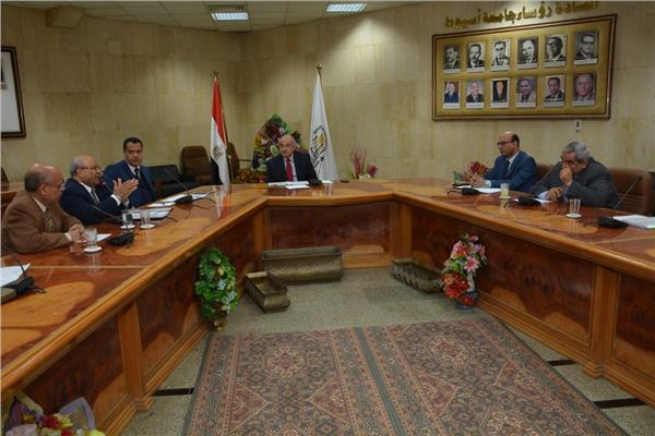 مجلس جامعة أسيوط منعقد لإعداد والتأهيل