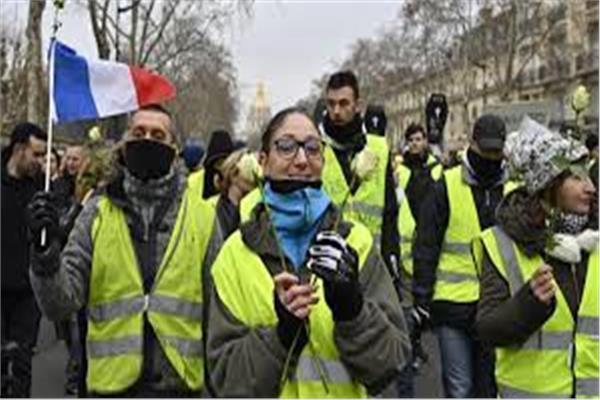 محتجات «السترات الصفراء» يتحدين البرد ويتظاهرن في باريس