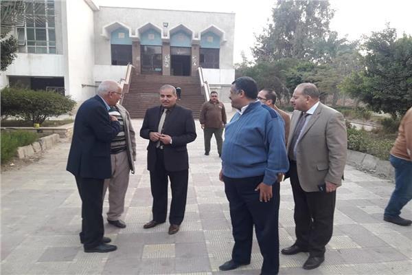 رئيس جامعة الأزهر يقوم بجولة مفاجئة في المدينة الجامعية