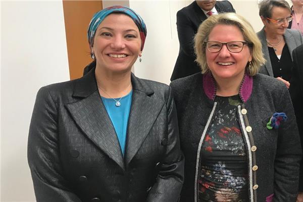 وزيرة البيئة الألمانية تشيد بنظيرتها المصرية بمؤتمر المناخ