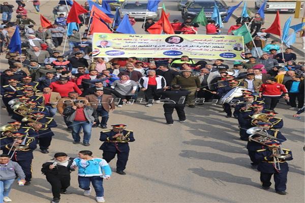 محافظ المنوفية يتقدم المسيرة الشبابية للاحتفال بعيد الشرطة وذكرى 25 يناير