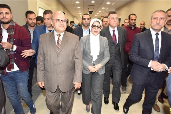وزير الصحة ومحافظ الإسماعيلية خلال تفقد مستشفى أبو خليفة