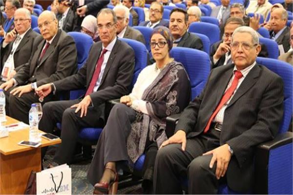 وزير الاتصالات و رئيس معهد تكنولوجيا المعلومات