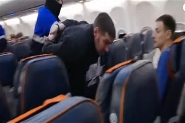 لحظة القبض على خاطف الطائرة الروسية