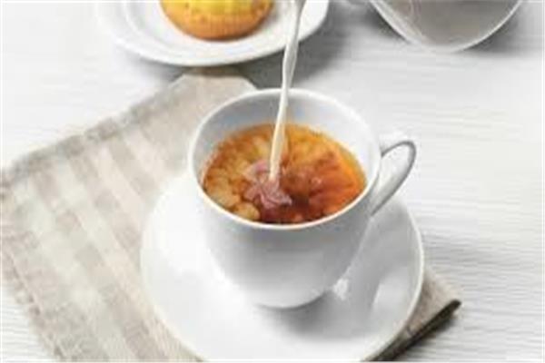 احذر .. «الشاي بلبن» يصيبك بـ 3 أمراض