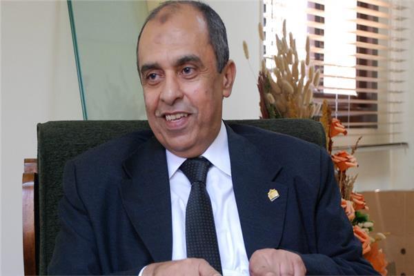 د.عز الدين أبوستيت وزير الزراعة