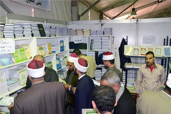 25 كتابًا بـ100 جنيه في جناح «الشؤون الإسلامية»