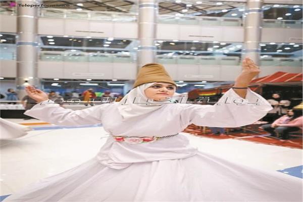 سارة تؤدي رقصة المولوية