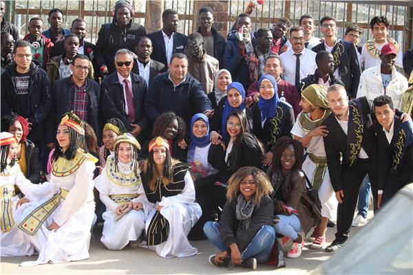 طلاب جامعة القاهرة يصلون جامعة المنصورة للمشاركة في ملتقى الوافدين