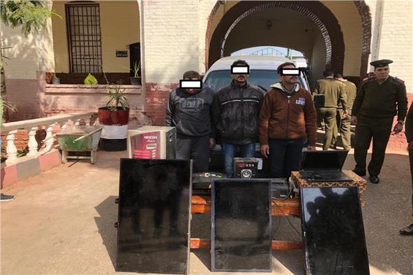 المتهمون والمضبوطات في قسم شرطة ثاني