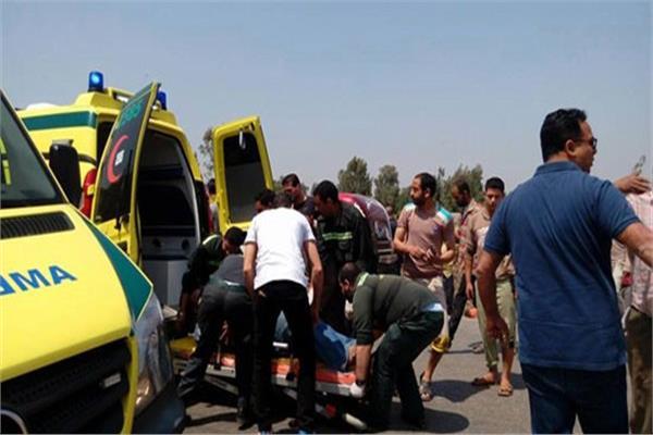 مصرع 3 أشخاص وإصابة 8 آخرين في حادث تصادم بالعاشر من رمضان