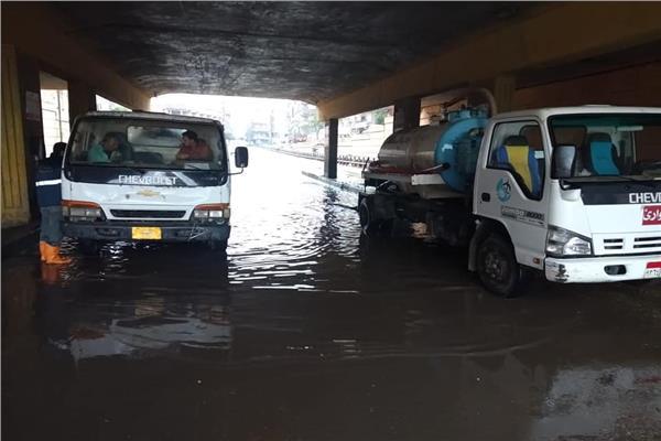 صورة توضح شفط مياه الامطار من مناطق تجمعاتها بأنحاء محافظة الجيزة