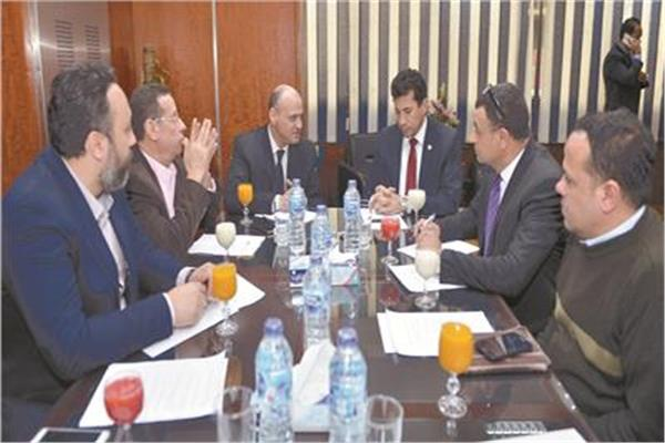 وزير الرياضة خلال استضافته بدائرة الأخبار للحوار