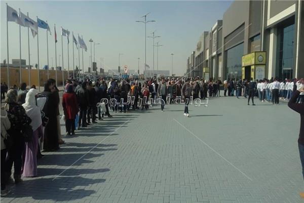 توافد كبير علي معرض القاهرة الدولي