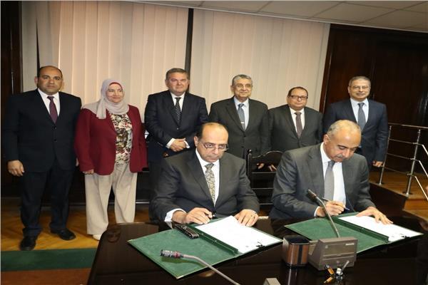 وزيرا قطاع الأعمال والكهرباء يشهدان توقيع بروتوكول بين ايجوث وهيئة الطاقة