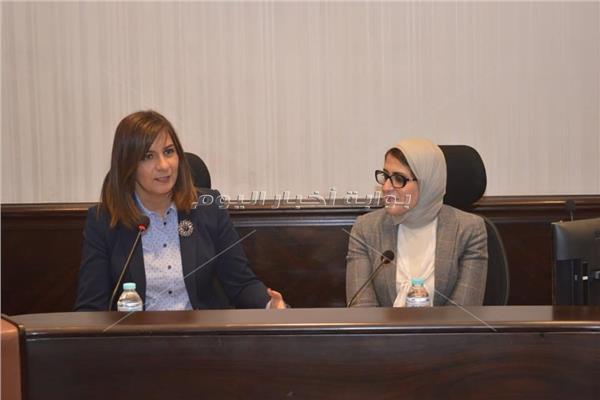 السفيرة نبيلة مكرم وزيرة الهجرة والدكتورة هالة زايد وزيرة الصحة