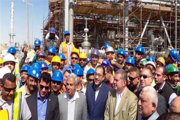 «مدبولي» و5 وزراء يتفقدون المشروعات والمواقع الخدمية فى أسوان