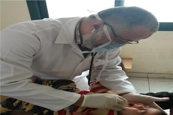 القوافل الطبية تعالج ١٧٠٠مريضا بالمجان بقرية بالشرقية