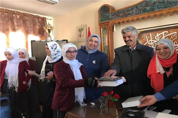 توزيع اجهزة التابلت علي طلاب شمال سيناء